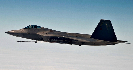 2012_F22_Supersonic_AIM9X-thumb-560x295-161817.jpg