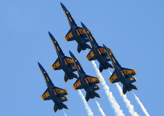US_Navy_020920-N-1522W-021_The_U_S__Navy_Blue_Angels_Flight_Demonstration_Team_performs_fly-by_formation_at_the_^ldquo,_2002_Neptune_Festival_Air_Show_^rdquo,_.jpg
