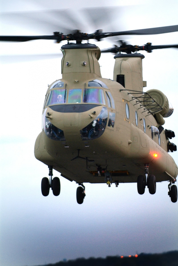 AIR_CH-47F_First_Flight_2006-10-23_lg.jpg
