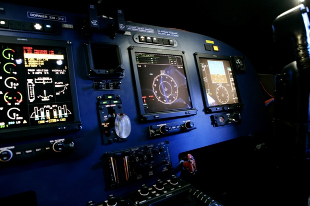 Do_228NG_Cockpit_gross.jpg