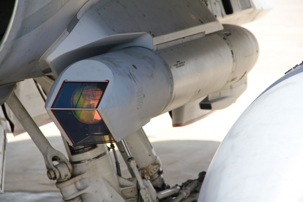 Sniper_XR_pod_mounted_on_Canadian_CF-188_(5624032086).jpg