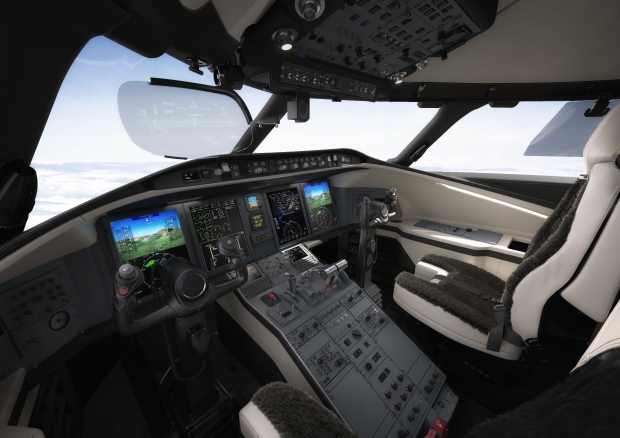 Challenger 650 flight deck.jpg