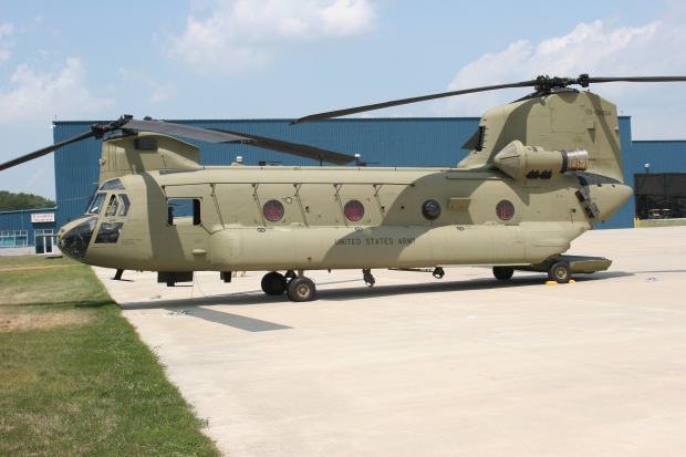 CH-47F_Chinook_helicopter_09-08064_6_August_2010_b_Master.jpg