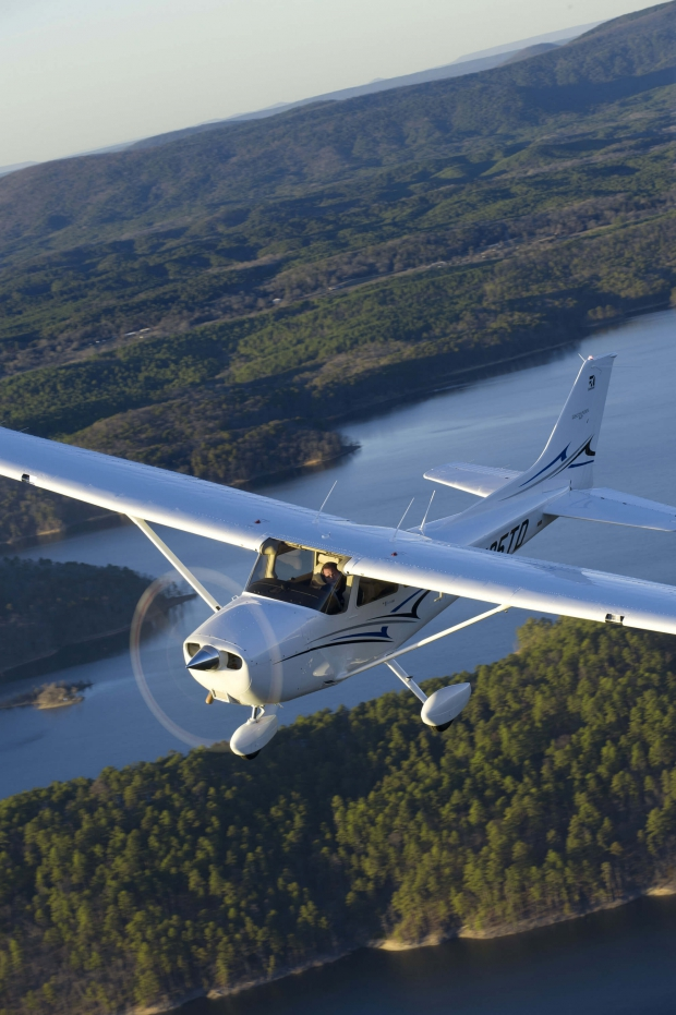Cessna_Skyhawk_Photo1.jpg