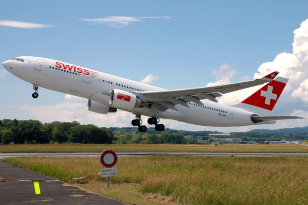 800px-Swiss_International_Air_Lines_A330-200_HB-IQP_ZRH_2007-6-16.png