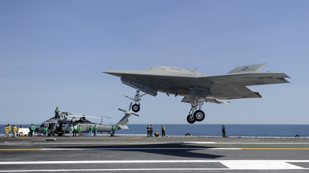 X47B_touch_and_go_05172013.jpg