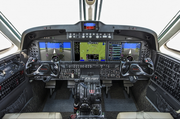 King-Air-260-Cockpit.jpg