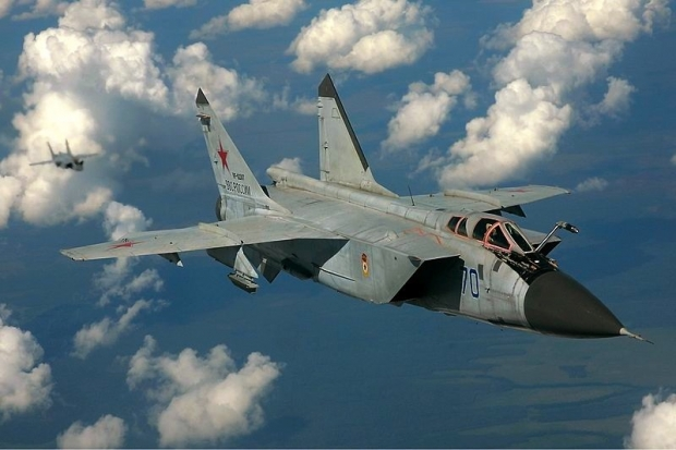 800px-Russian_Air_Force_MiG-31_inflight_Pichugin.jpg