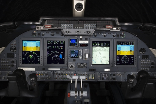 BA-Learjet_60_XR_cockpit-HR.jpg