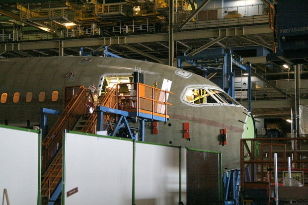 800px-Boeing_787_Section_41_final_assembly.jpg