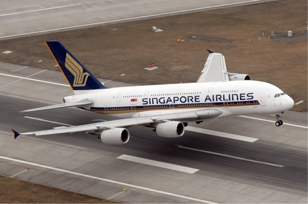 Singapore_Airlines_Airbus_A380_woah!.jpg