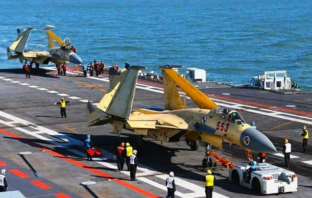 Chinese_Shenyang-J-15_Liaoning-Carrier_301112.jpg