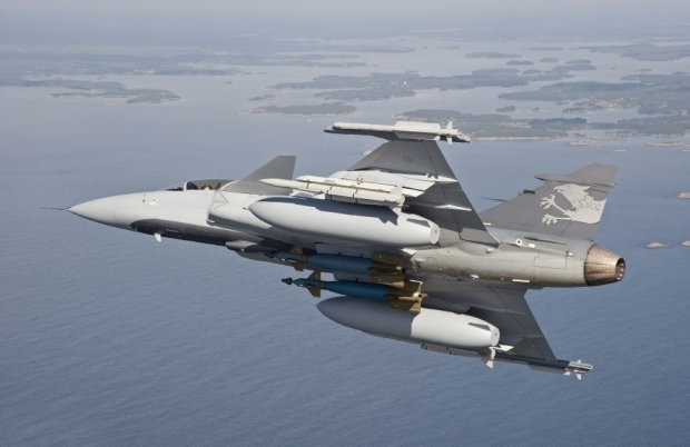 Gripen-Demo-with-large-drop-tanks.jpg