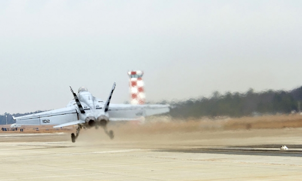 800px-US_Navy_101218-N-0000X-002_An_F-A-18E_Super_Hornet_is_launched_during_a_test_of_the_Electromagnetic_Aircraft_Launch_System_(EMALS)_at_Naval_Air_Sys.jpg