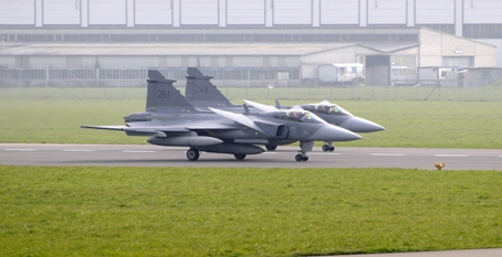 Gripen%20lands%20at%20Emmen%208%20april.jpg