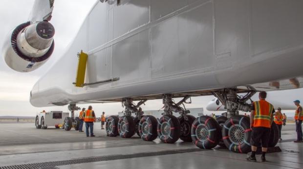 Worlds-Largest-Airplane-By-Wingspan-Is-Rolled-Out-2.jpg