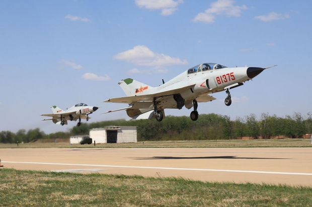 Chinese_JL-9_trainer_jet_to_be_modified_to_train_aircraft_carrier_pilots_925_001.jpg