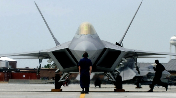 F-22_on_the_tarmac.jpg