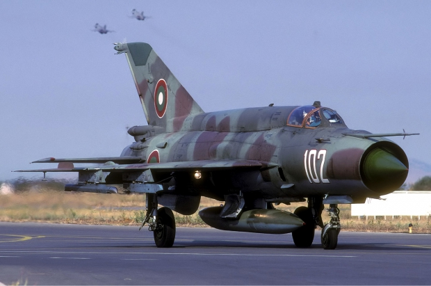 Bulgarian_Air_Force_Mikoyan-Gurevich_MiG-21bis_Lofting-4.jpg