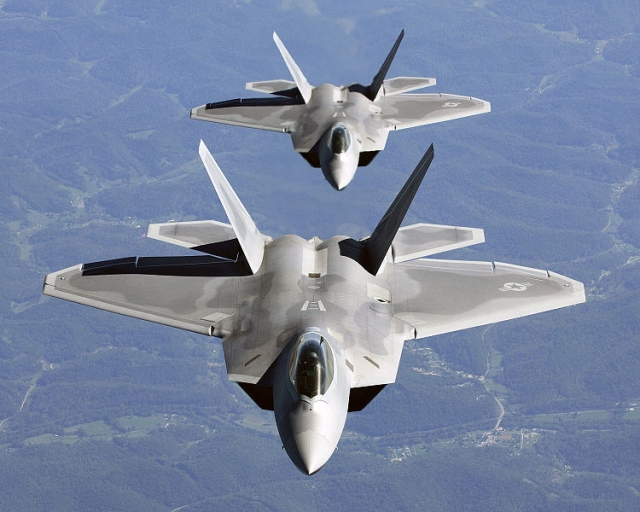 750px-two_f-22a_raptor_in_column_flight[1].jpg