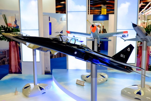 XAT-5_Advanced_Trainer_Model_Display_at_AIDC_Booth_20150815a.jpg