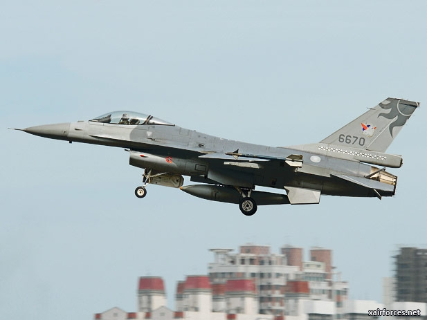 Taiwanese-Air-Force_F-16C-Fighting-Falcon_050312.jpg