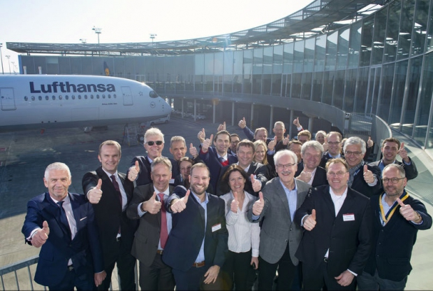 800x600_1482336091_A350-900_Lufthansa_first_delivery_group.jpg