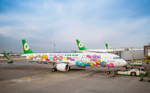 eva-air-flight-hello-kitty.jpg