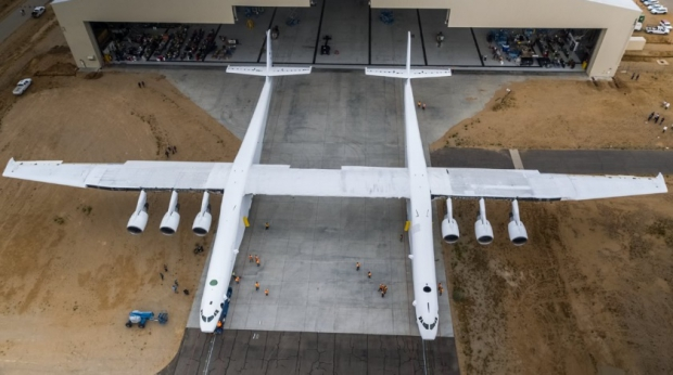 Worlds-Largest-Airplane-By-Wingspan-Is-Rolled-Out.jpg