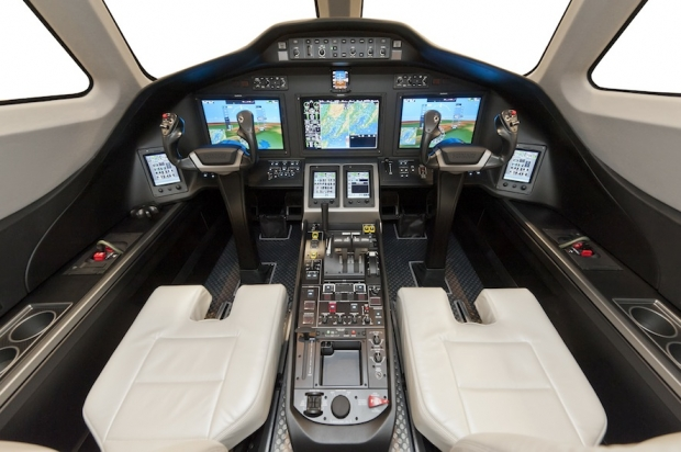 Citation_Latitude_Cockpit.jpg