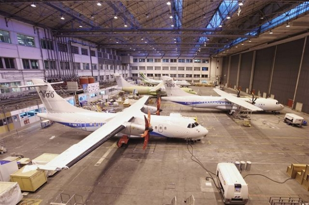 -600_series_in_the_ATR_Final_Assembly_Line_B,_M67_building_1[1].jpg