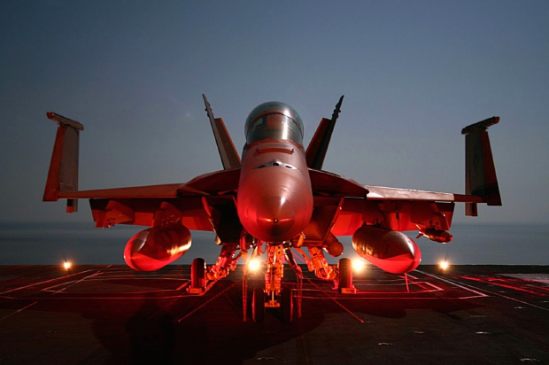 20090605174618super_hornet_on_flight_deck.jpg