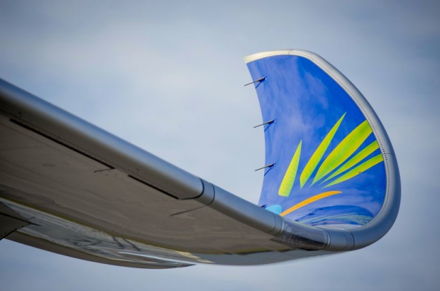 800x600_1488282402_A350-900_Air_Caraibes_-_wing_close_up.jpg