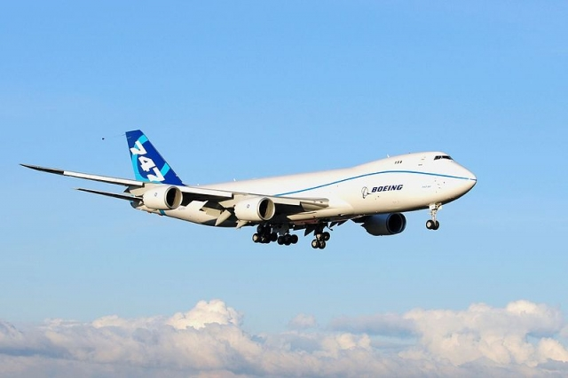 800px-Boeing_747-8_N747EX_First_Flight_2-8-2010.jpg