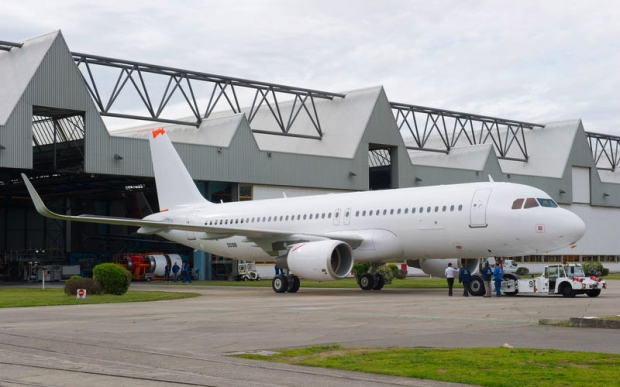 A320_new-built_Sharklet_equipped_[1].jpg