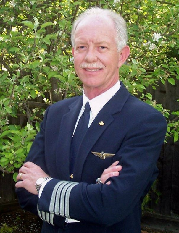crash-2-undated-handout-of-us-airways-pilot-chesley-sullenberger_443.jpg