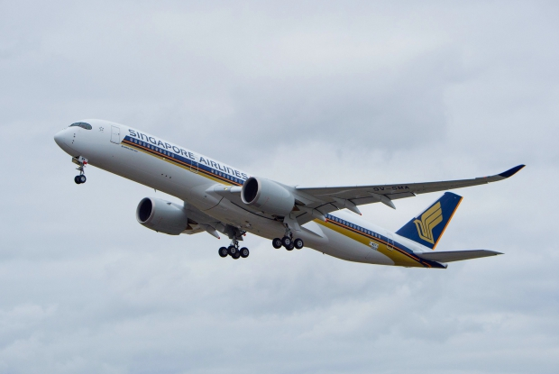 A350-900_Singapore_Airlines_first_flight_1.jpg