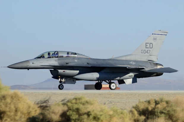 general-dynamics-f-16d-fighting-falcon-86-0047-edwards-air-force-base-on-september-20-2012-brian-lockett.jpg