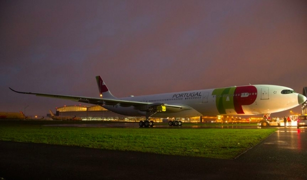 A330neo-TAP-Air-Portugal-MSN1819-rolls-out-of-painthall-002.jpg