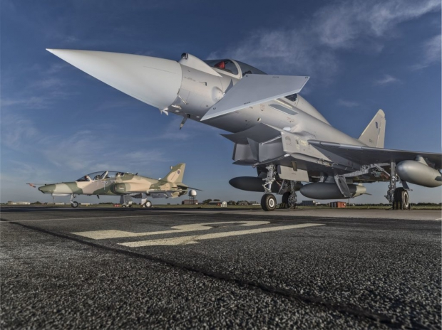 eurofighter,typhoon 2,sultanant d'oman. eurofighter t2,bae,blog défense,infos aviation,les nouvelles de l'aviation,nouvel avion de comabt,aiviation militaire,defense news