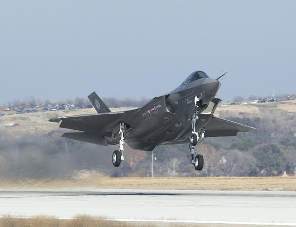 F-35_USAF_NAVY_FIGHTER.jpg